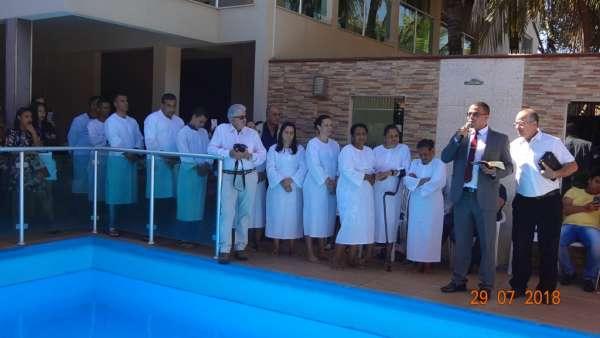 Cultos de Batismo da Igreja Cristã Maranata - galerias/4590/thumbs/03.jpg