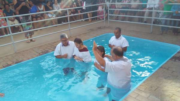 Cultos de Batismo da Igreja Cristã Maranata - galerias/4590/thumbs/07.jpg