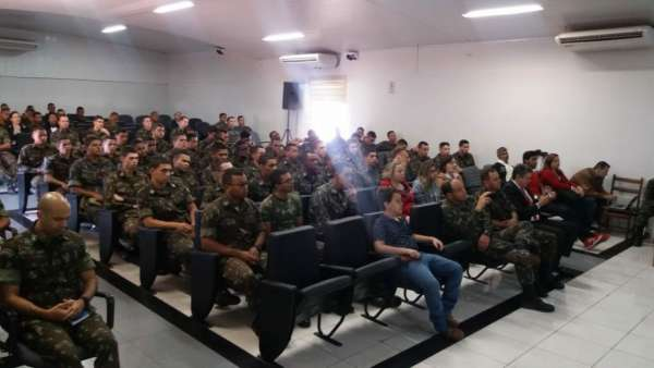 Culto no Batalhão Ferroviário de Araguari (MG) - galerias/4621/thumbs/03.jpg