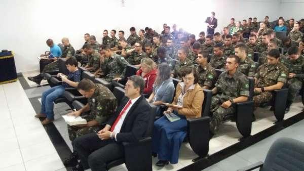Culto no Batalhão Ferroviário de Araguari (MG) - galerias/4621/thumbs/04.jpg