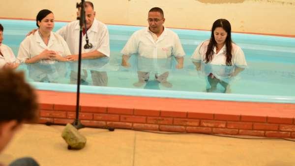 Batismos Igreja Cristã Maranata - 1ª semana de Novembro 2018 - galerias/4689/thumbs/17.jpg