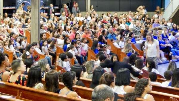 Culto Especial no Colégio Rubia Coelho - Governador Valadares (MG) - galerias/4716/thumbs/09governadorvaladares2311.jpg