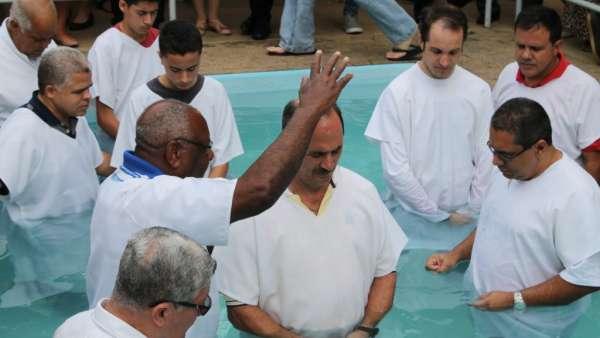 Batismos da Igreja Cristã Maranata - Novembro 2018 - galerias/4725/thumbs/03.jpg