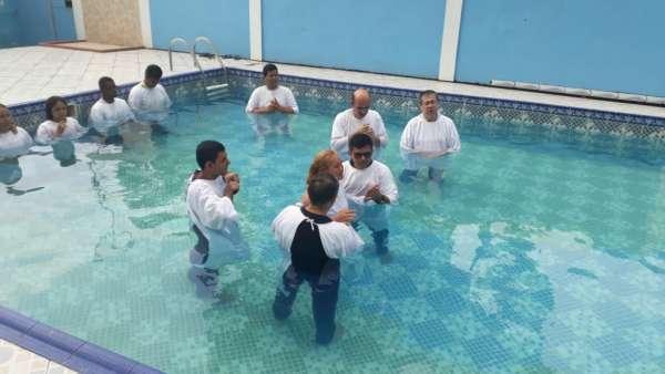 Batismos da Igreja Cristã Maranata - Novembro 2018 - galerias/4725/thumbs/09.jpg