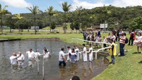 Batismos da Igreja Cristã Maranata - Novembro 2018 - galerias/4725/thumbs/16.jpg