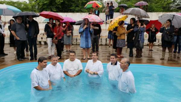 Batismos da Igreja Cristã Maranata - Novembro 2018 - galerias/4725/thumbs/21.jpg