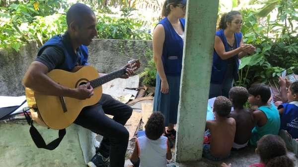 Evangelização - Comunidades da Rocinha e Parque da Cidade (RJ) - galerias/4756/thumbs/04rocinha.jpeg