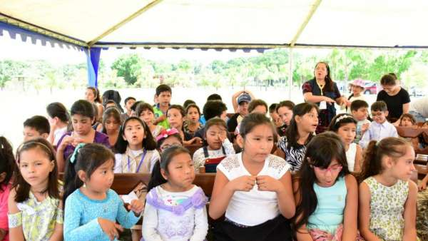 Seminário e Batismo na Bolívia  - galerias/4799/thumbs/14semináriobolívia.jpg