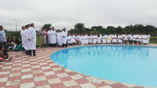 Seminário e Batismo na Bolívia  - galerias/4799/thumbs/21batismobolivia.jpg