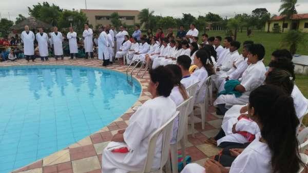 Seminário e Batismo na Bolívia  - galerias/4799/thumbs/22batismobolivia.jpg