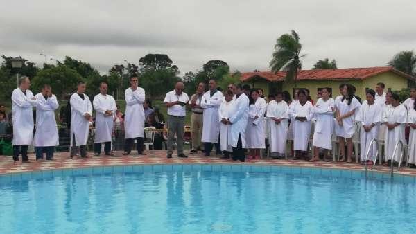 Seminário e Batismo na Bolívia  - galerias/4799/thumbs/24batismobolivia.jpg