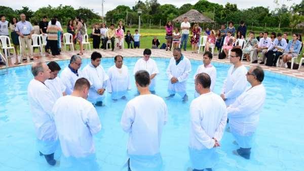 Seminário e Batismo na Bolívia  - galerias/4799/thumbs/26batismobolivia.jpg
