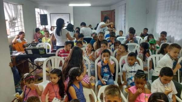 Seminário de março com as classes de crianças a adolescentes no Exterior - galerias/4816/thumbs/04medellin.jpeg
