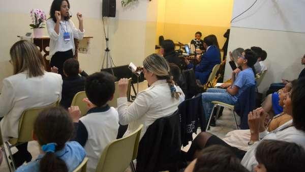 Seminário de março com as classes de crianças a adolescentes no Exterior - galerias/4816/thumbs/48milão.JPG