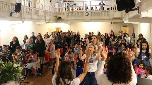 Seminário de março com as classes de crianças a adolescentes no Exterior - galerias/4816/thumbs/52londres.jpg