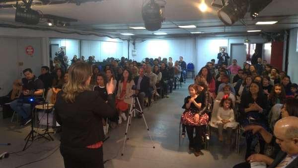 Seminário de março com as classes de crianças a adolescentes no Exterior - galerias/4816/thumbs/60paris.jpeg