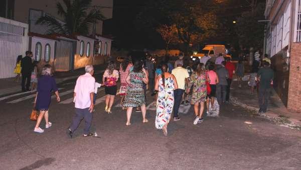 Culto especial com os vizinhos em Cariacica, ES - galerias/4839/thumbs/02evangelização.jpg