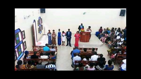 Culto de batismo em Bujumbura, Burundi - galerias/4845/thumbs/05burundi.jpeg