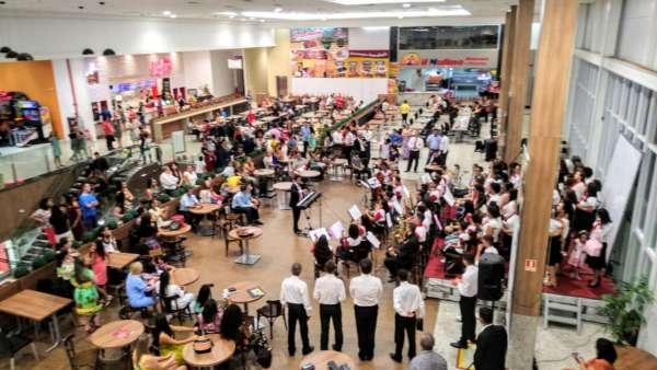 Culto em praça de alimentação de shopping em Aracruz, ES,  - galerias/4848/thumbs/01evangelizaçãoaracruz.jpeg