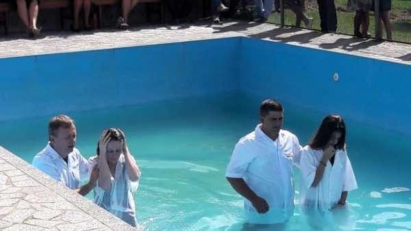 Cultos de batismo em Conceição de Castelo, ES, e Cachoeirinha, Manaus - galerias/4849/thumbs/10conceiçãodecastelo.jpg