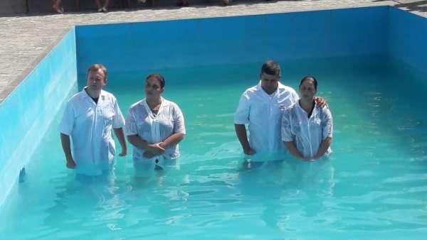Cultos de batismo em Conceição de Castelo, ES, e Cachoeirinha, Manaus - galerias/4849/thumbs/11conceiçãodecastelo.jpg