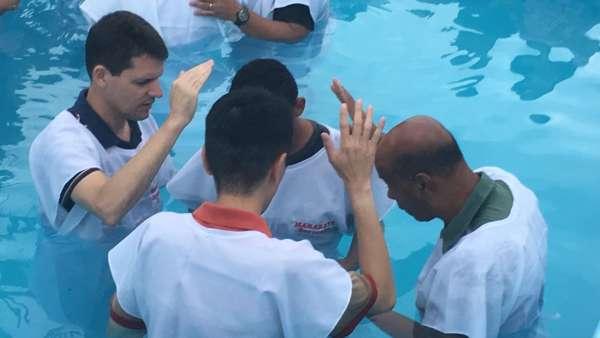 Batismo em Iperó, SP, e em Salvador, BA - galerias/4859/thumbs/04batismoindaiatuba.jpg