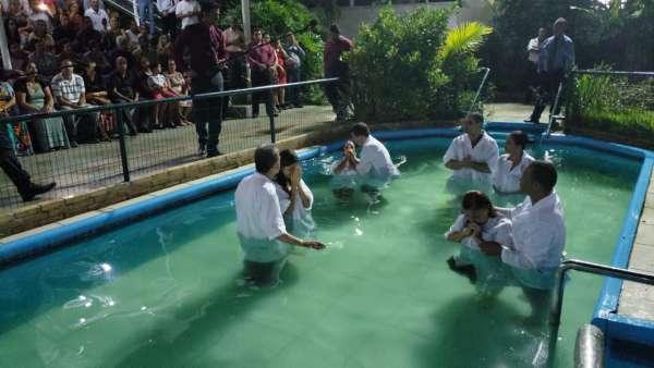 Cultos de batismo durante o mês de abril de 2019 - galerias/4870/thumbs/04batismoserraes.jpeg