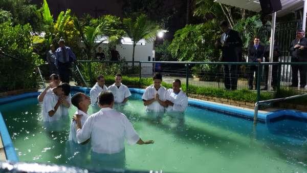Cultos de batismo durante o mês de abril de 2019 - galerias/4870/thumbs/06batismoserraes.jpeg