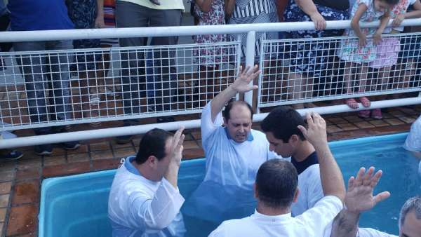 Cultos de batismo durante o mês de abril de 2019 - galerias/4870/thumbs/09batismoniteroi.jpeg