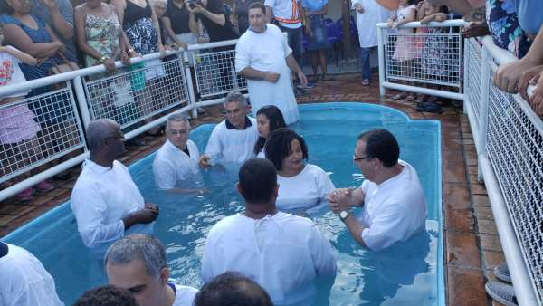 Cultos de batismo durante o mês de abril de 2019 - galerias/4870/thumbs/10batismoniteroi.jpeg