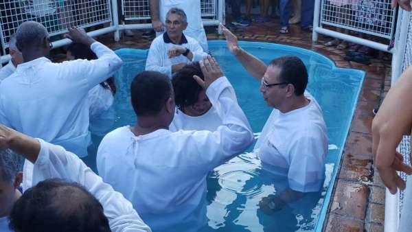 Cultos de batismo durante o mês de abril de 2019 - galerias/4870/thumbs/11batismoniteroi.jpeg