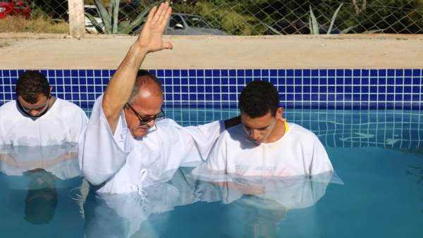 Cultos de batismo durante o mês de abril de 2019 - galerias/4870/thumbs/27.jpg