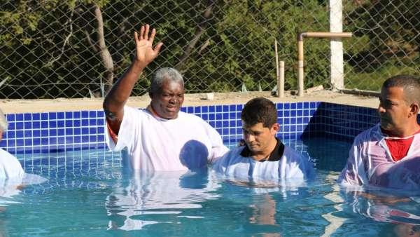 Cultos de batismo durante o mês de abril de 2019 - galerias/4870/thumbs/28.jpg