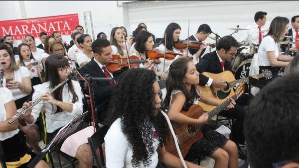 Culto de glorificação a Deus pelos jovens e universitários em Matipó, MG - galerias/4878/thumbs/img7050.JPG