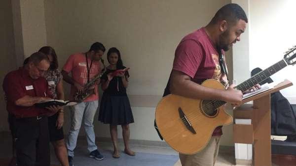 Trabalho de Musicoterapia da Igreja Cristã Maranata em Vila Velha, ES - galerias/4882/thumbs/03musicoterapiavilavelha.jpeg