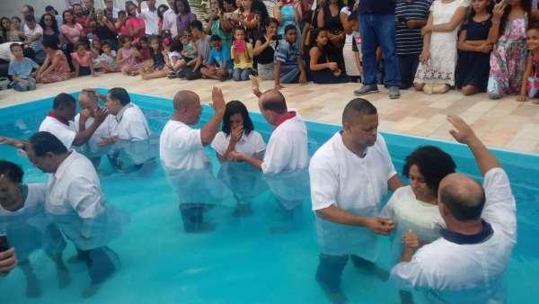 Batismos da Igreja Cristã Maranata - Maio 2019 - galerias/4886/thumbs/10riodasostras.jpeg