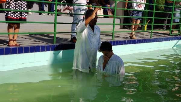 Batismos da Igreja Cristã Maranata - Maio 2019 - galerias/4886/thumbs/14divinopolis.jpg