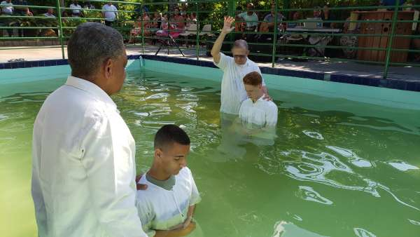 Batismos da Igreja Cristã Maranata - Maio 2019 - galerias/4886/thumbs/15divinopolis.jpg