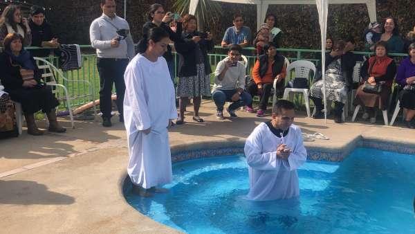 Batismo em Santiago, Chile - Missão Internacional Cristã Maranata - galerias/4887/thumbs/02batismo.JPG