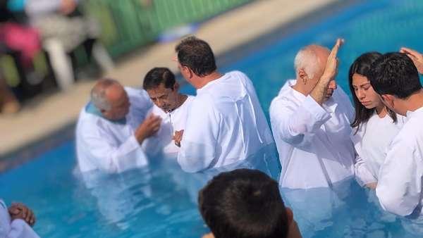 Batismo em Santiago, Chile - Missão Internacional Cristã Maranata - galerias/4887/thumbs/08batismo.JPG