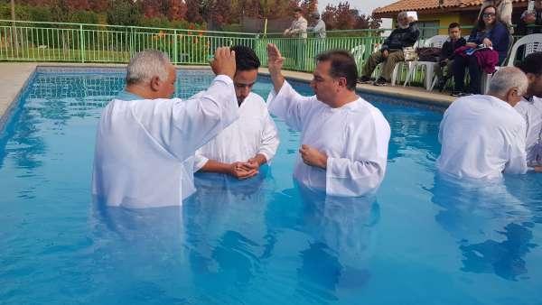Batismo em Santiago, Chile - Missão Internacional Cristã Maranata - galerias/4887/thumbs/09batismo.jpg