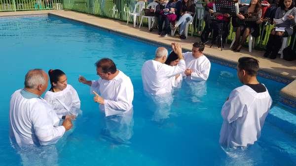 Batismo em Santiago, Chile - Missão Internacional Cristã Maranata - galerias/4887/thumbs/10baitsmo.jpg