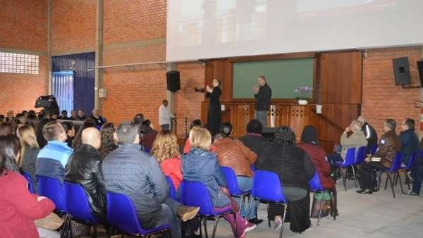 Seminário voltado para surdos e surdocegos em Curitiba, PR - galerias/4921/thumbs/03.jpg