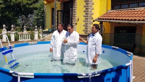 Batismo de membros da ICM da Itália e Suiça - galerias/4947/thumbs/05.jpeg