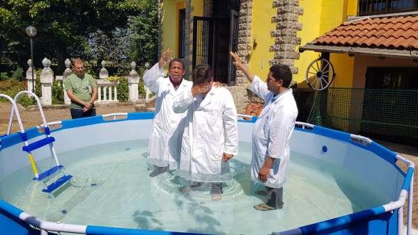 Batismo de membros da ICM da Itália e Suiça - galerias/4947/thumbs/09.jpeg