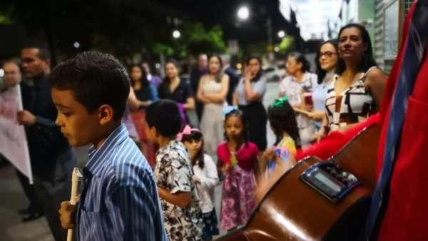 Evangelização com participação da Orquestra Infantil - Jardim Camburi, Vitória - galerias/4952/thumbs/02.jpeg