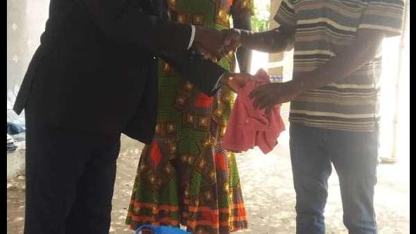 Recebimento de donativos em Gana, África - galerias/4957/thumbs/08.jpeg