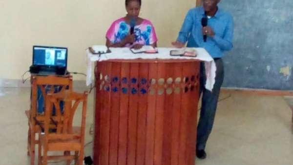Seminário da ICM em Burundi, África - galerias/4979/thumbs/02-pastor-delphin-sula.jpg