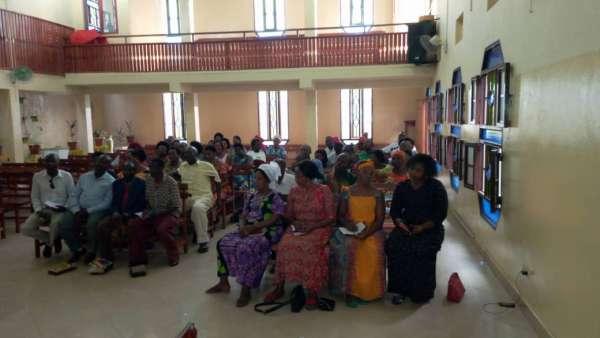 Seminário da ICM em Burundi, África - galerias/4979/thumbs/03-obreiros-e-professoras.jpg