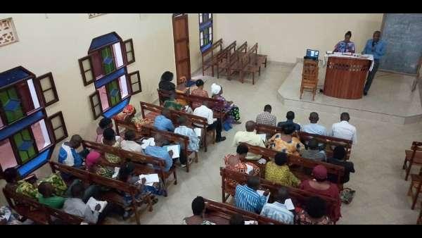 Seminário da ICM em Burundi, África - galerias/4979/thumbs/04-aulas-em-kirundi-e-swahili.jpg